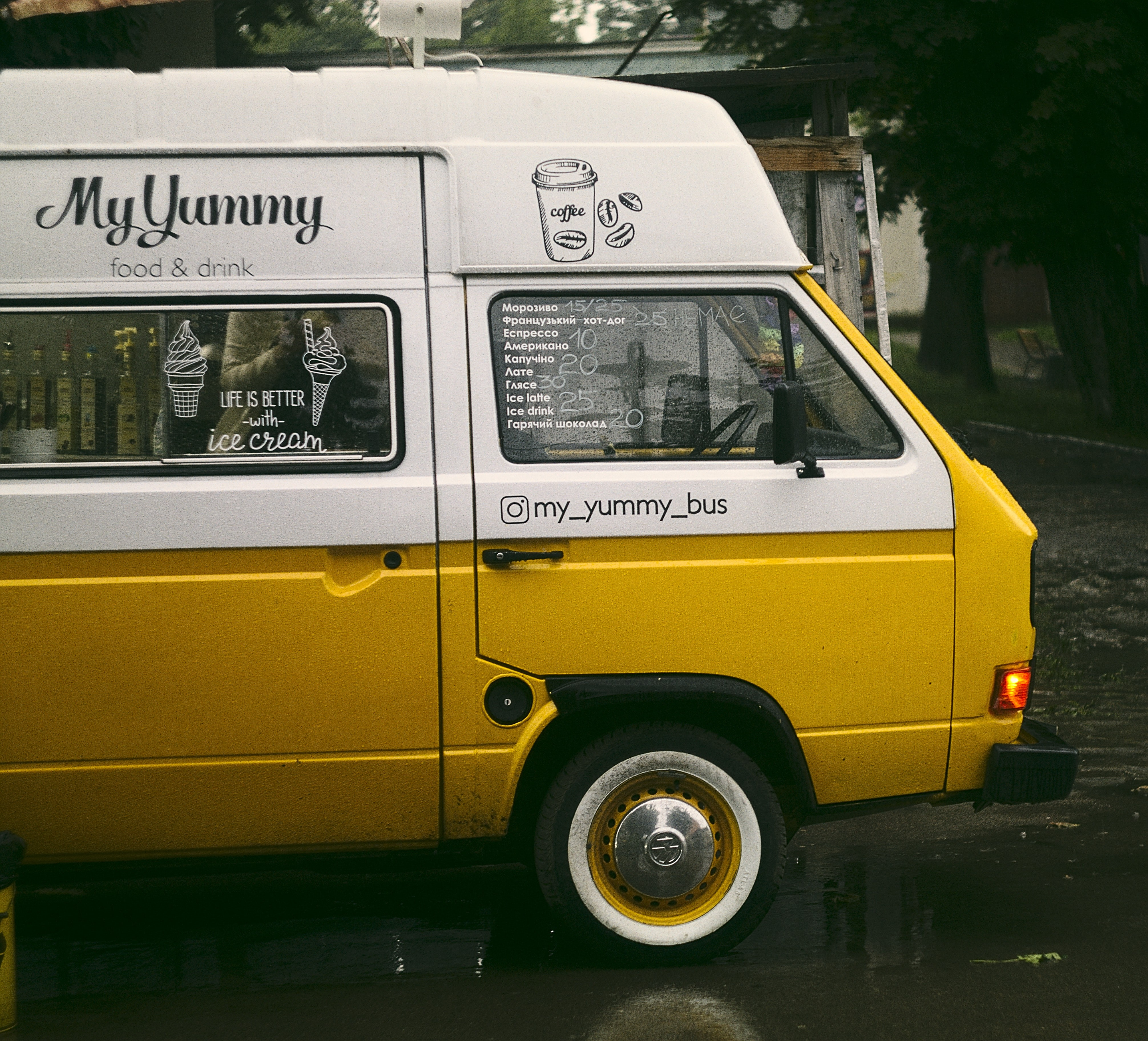 close-up photo of white and yellow food truck