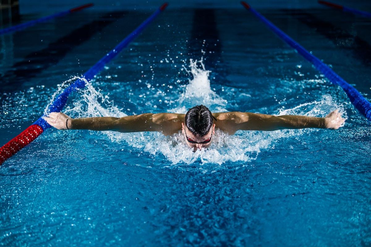 bañador, Juegos Olímpicos, man doing butterfly stroke