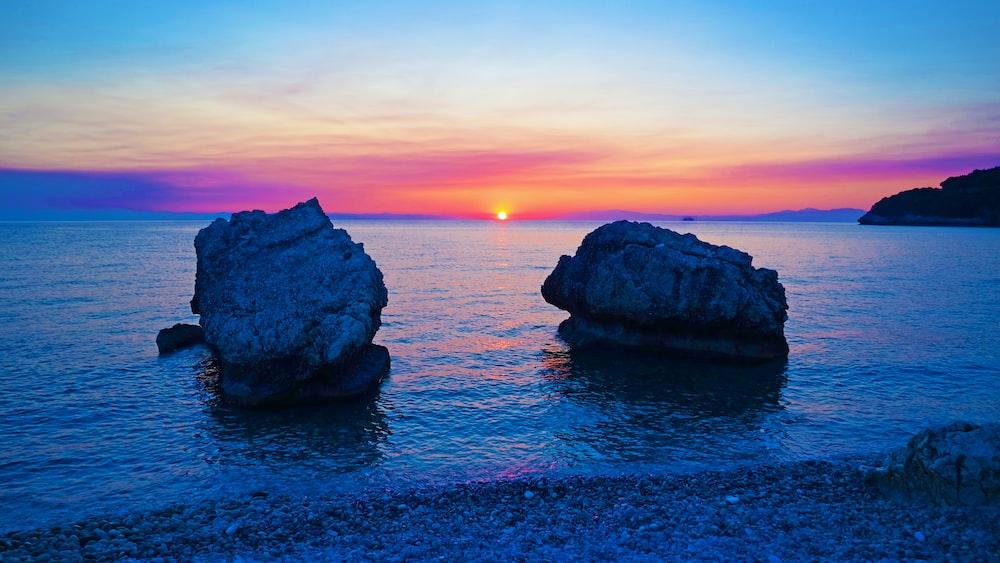 sun between two rock monolith