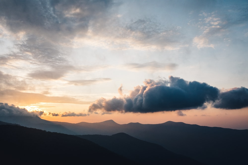 scenery of silhouette of mountains during daytime