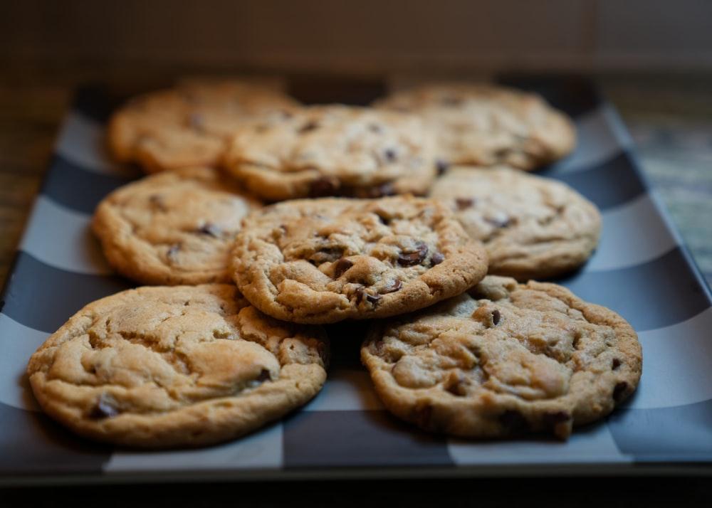 cookies on rectangular plate
