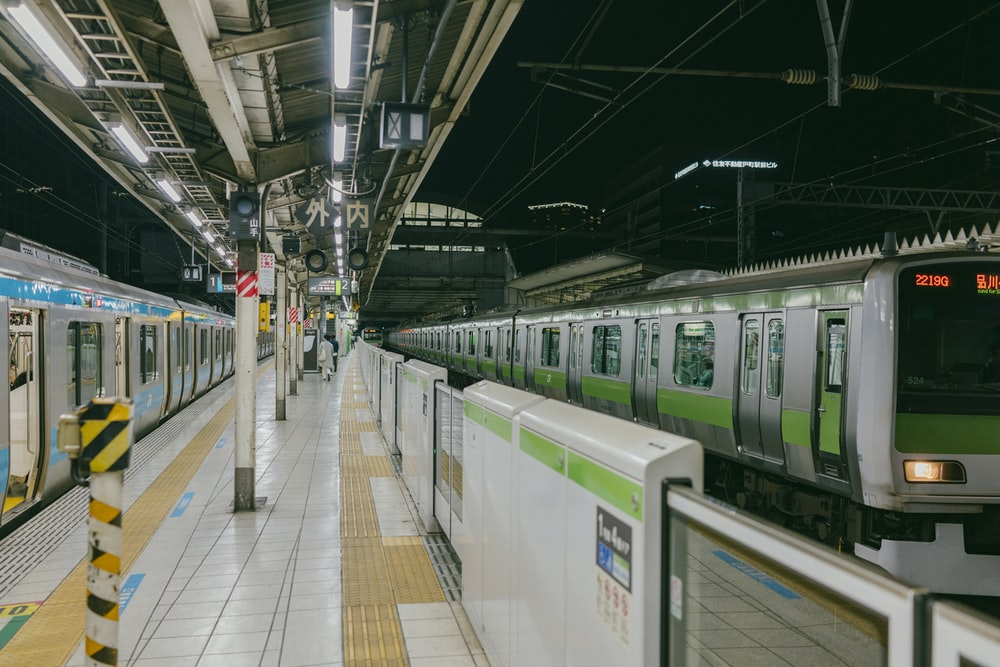 green and gray train