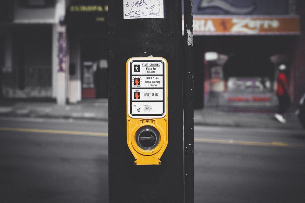 black and yellow traffic light