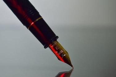 「一線を画す」の意味や例文を徹底解説!語彙力を鍛えましょう!