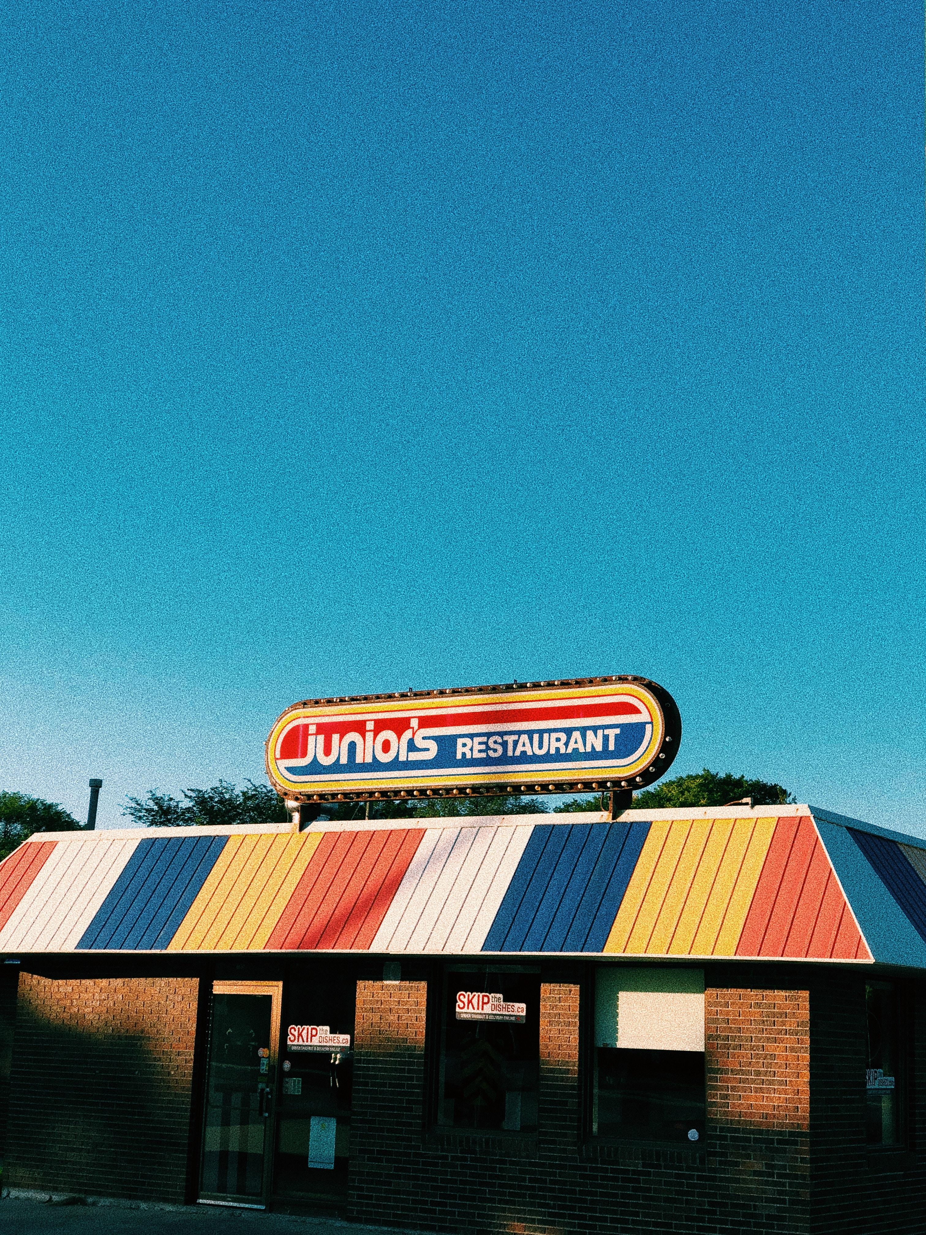 photo of establishment Junior's Restaurant signage