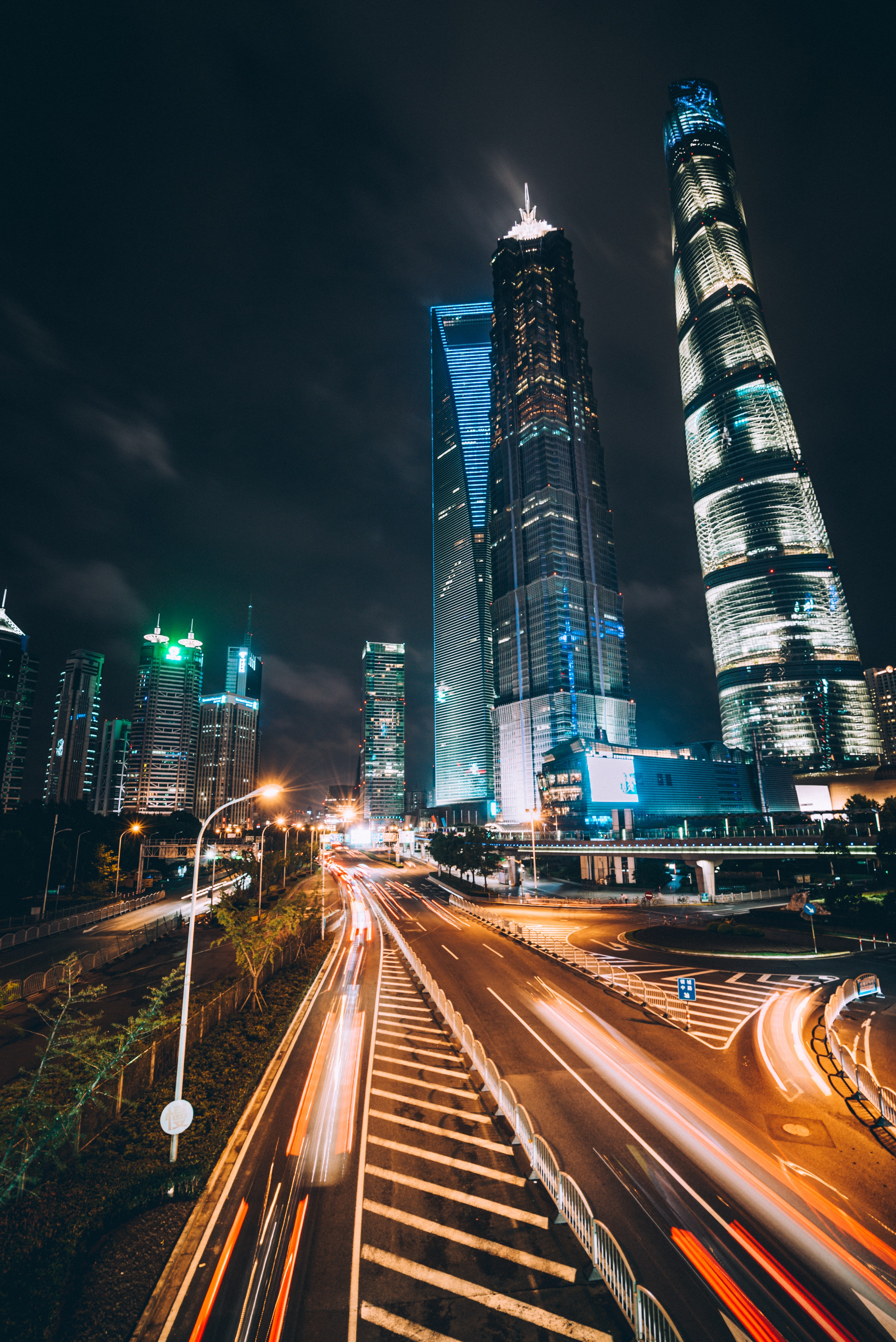time lapsed photography of Shanghai World Trade Center