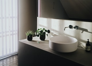 round white ceramic sink