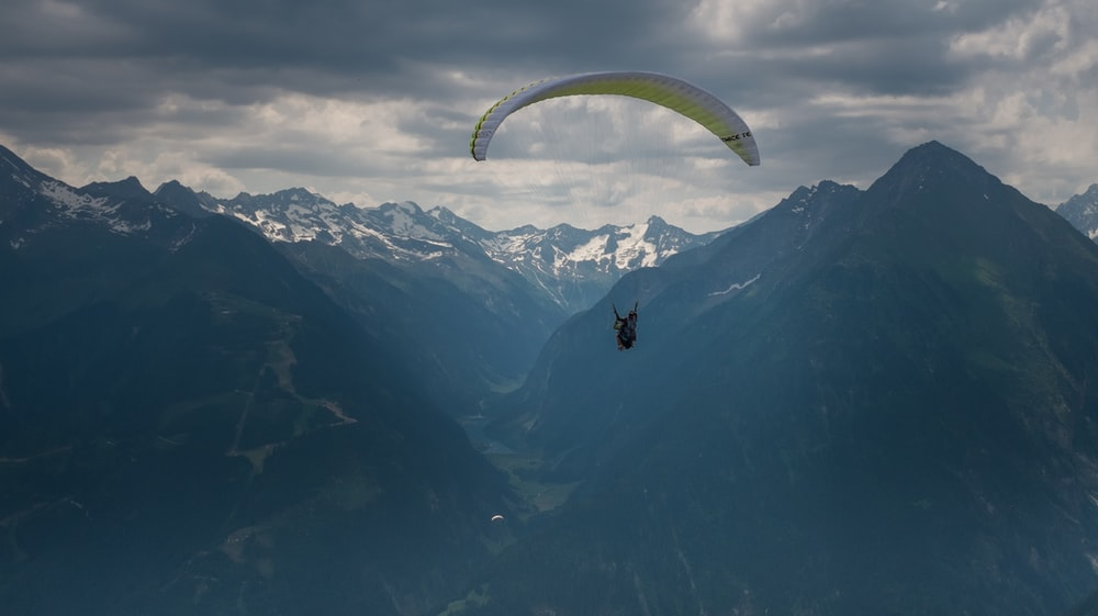 white paragliding