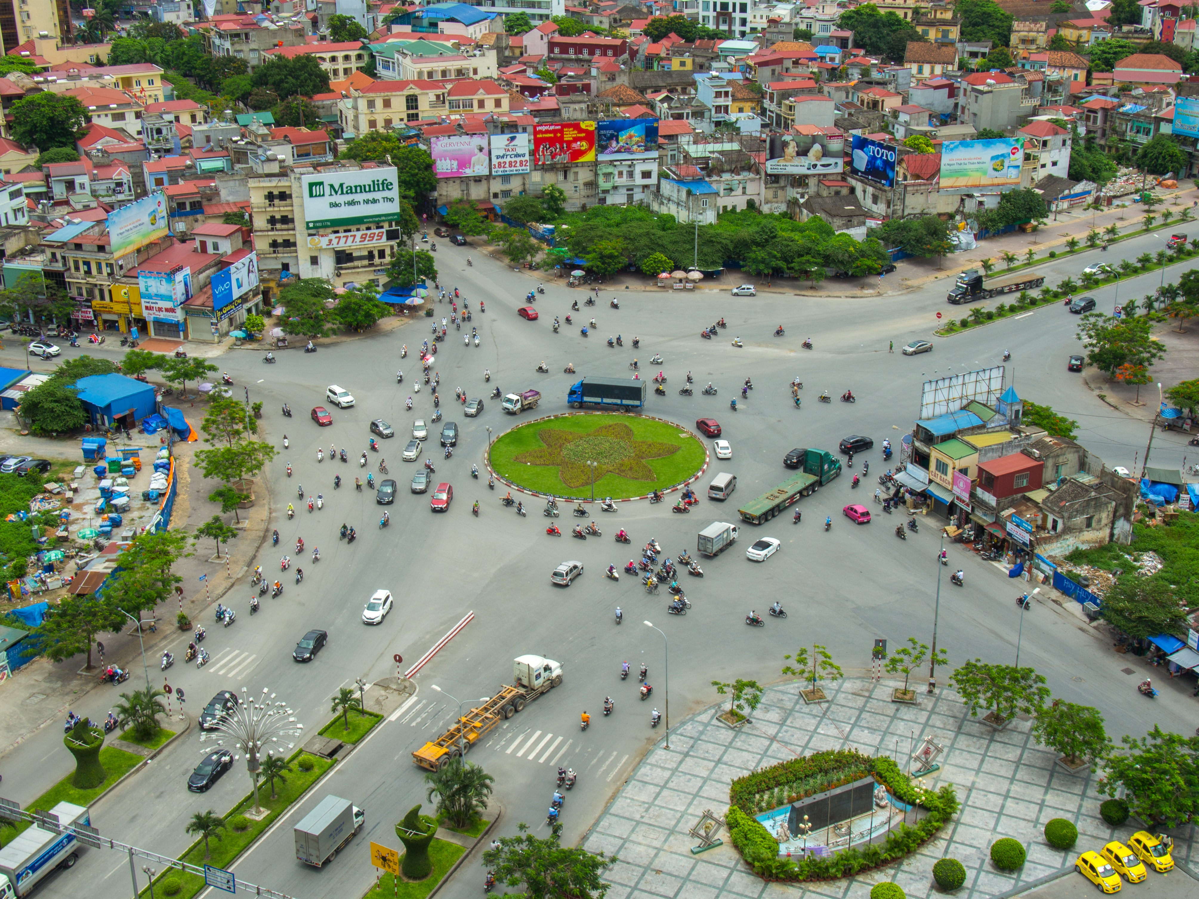 bird's eye view photography of buildings