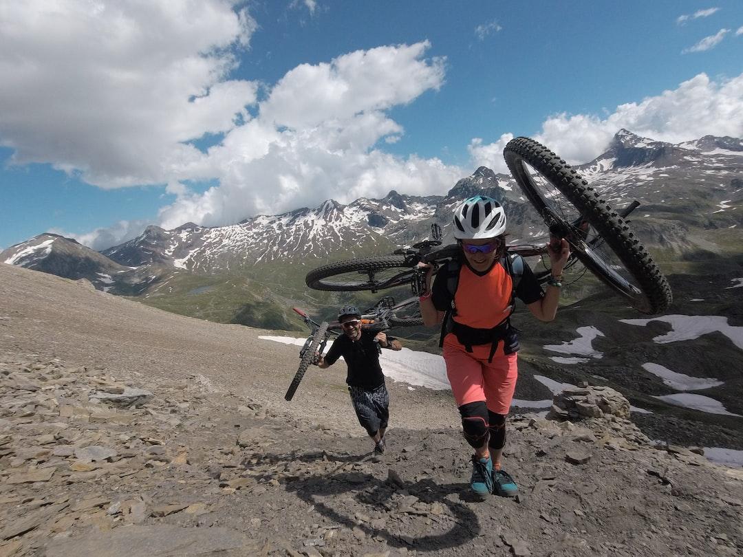 In this Pics Graziano De Maio and Enrica Brognoli at 3000mt near the Invregneus pass - Italian Alps