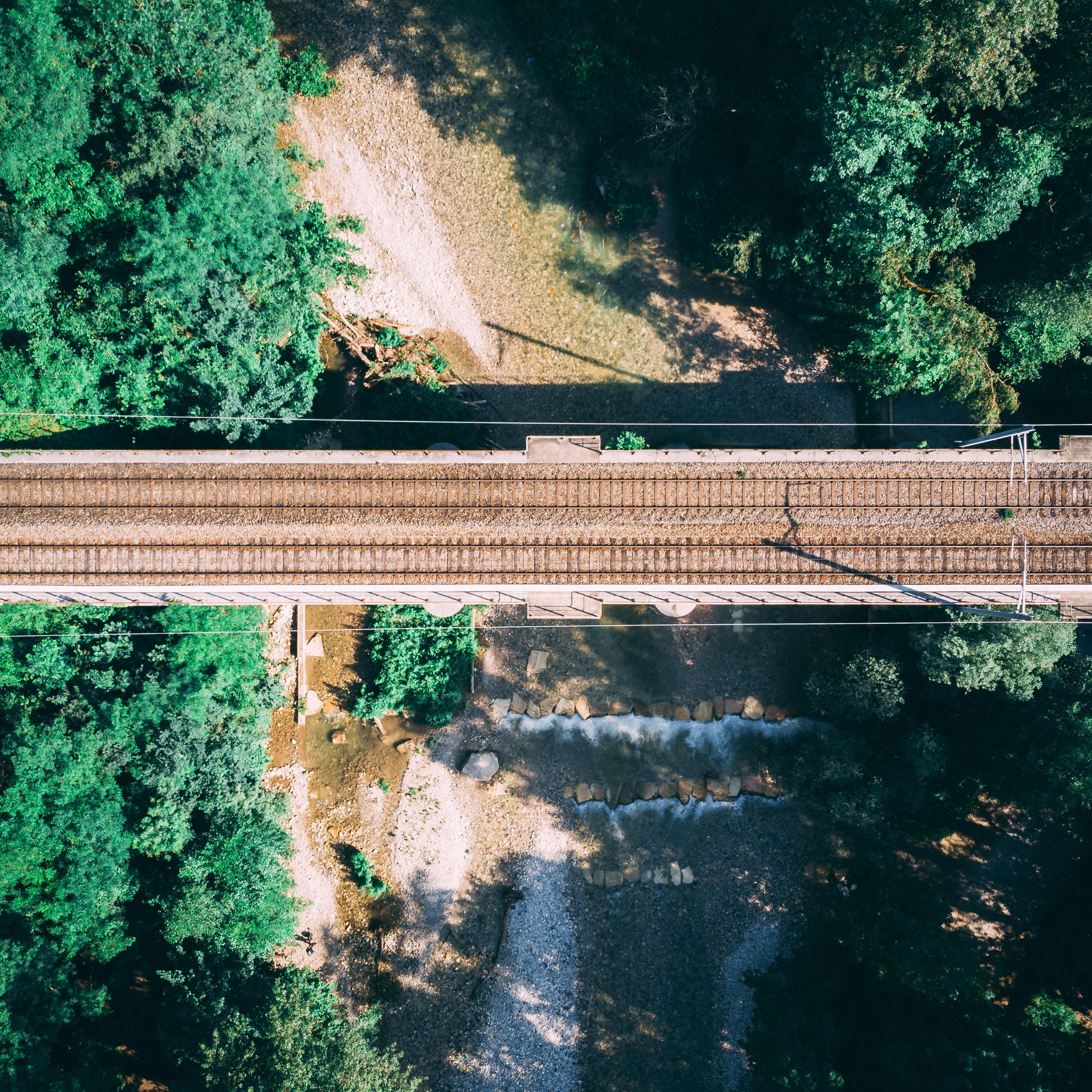 bird's-eye view photo of brown bridge