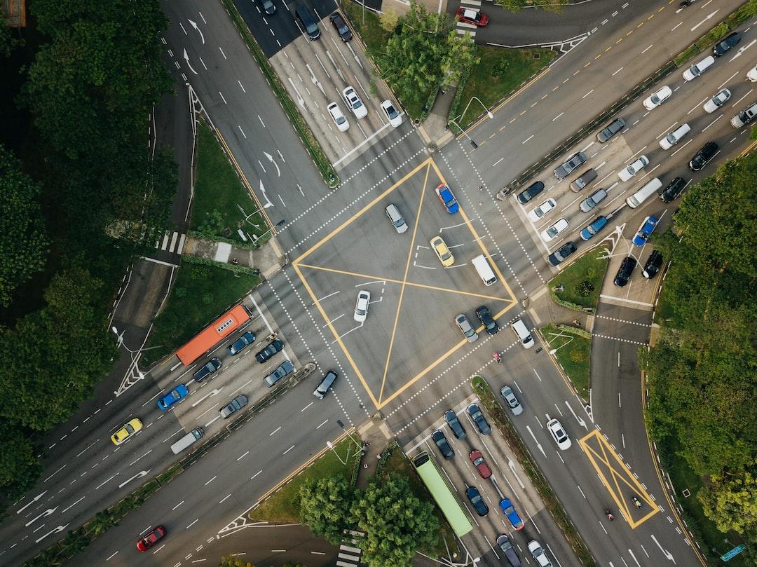 Intersections : règles, priorité et signalisation
