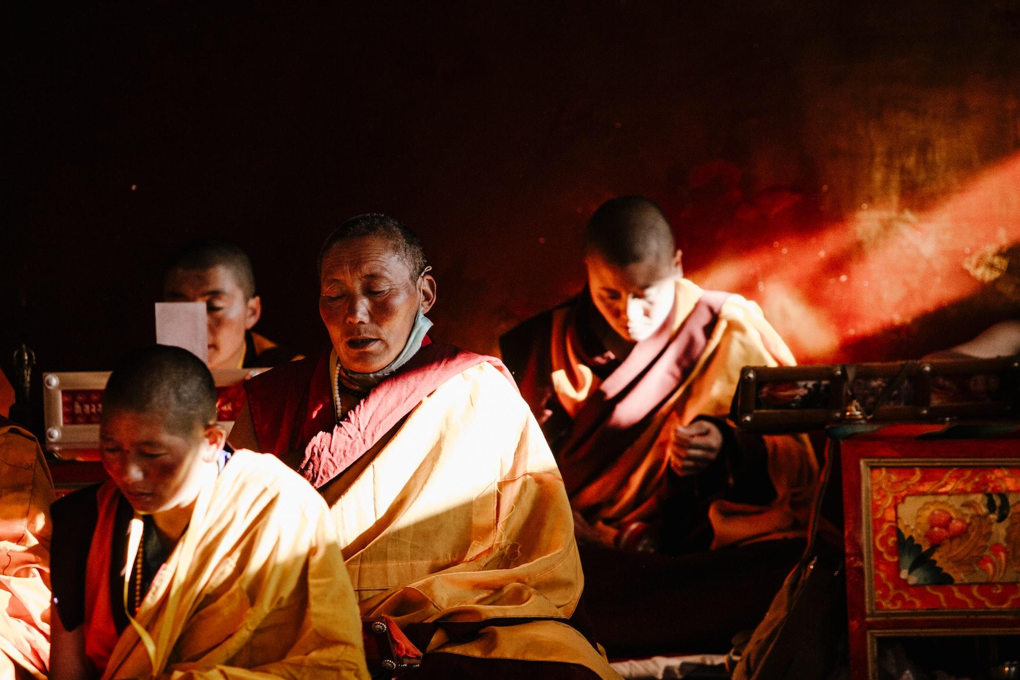 在中国西藏亚青寺的一次法会。