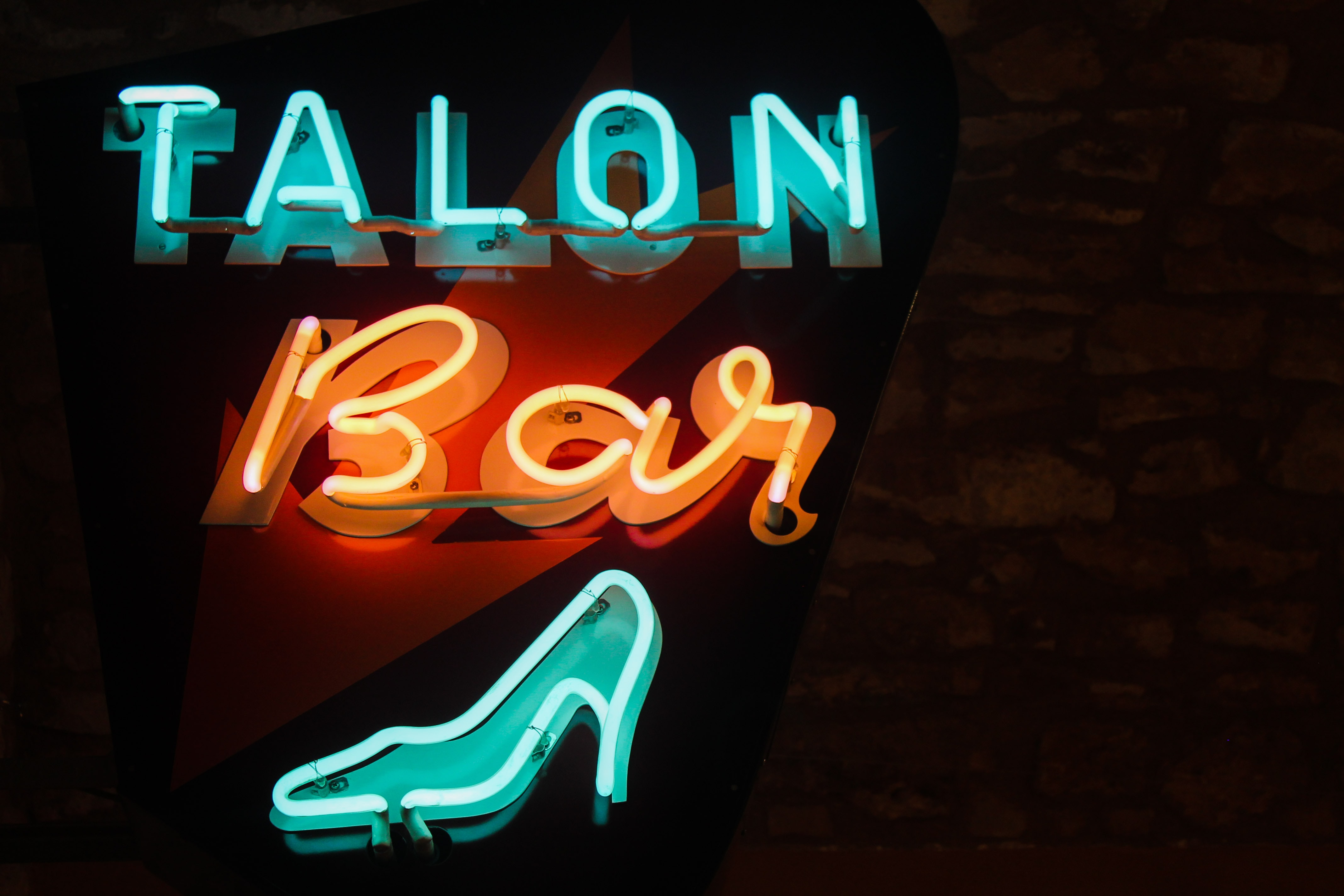 Talon bar neon signage