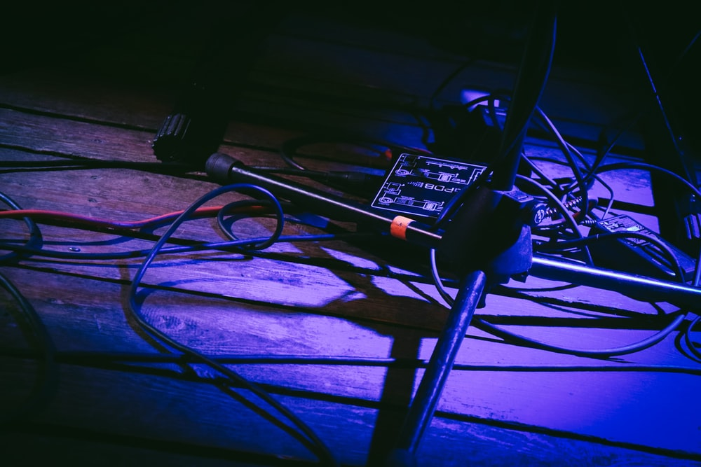 low-light photo of black microphone stand