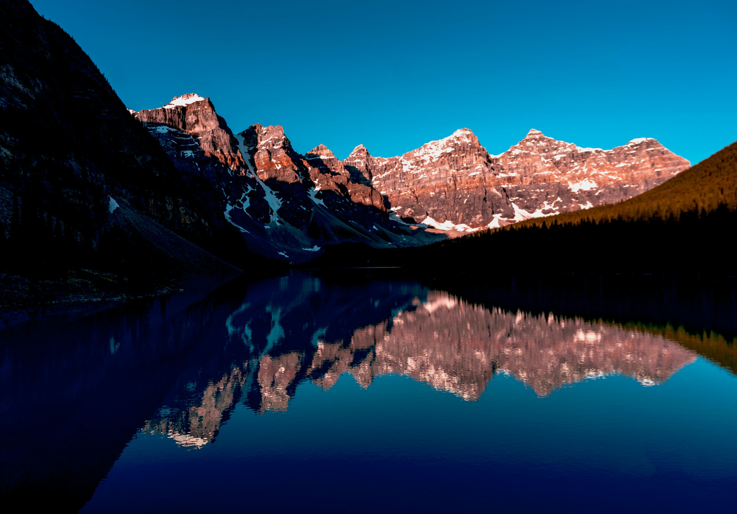 rocky mountain near the body of water photography