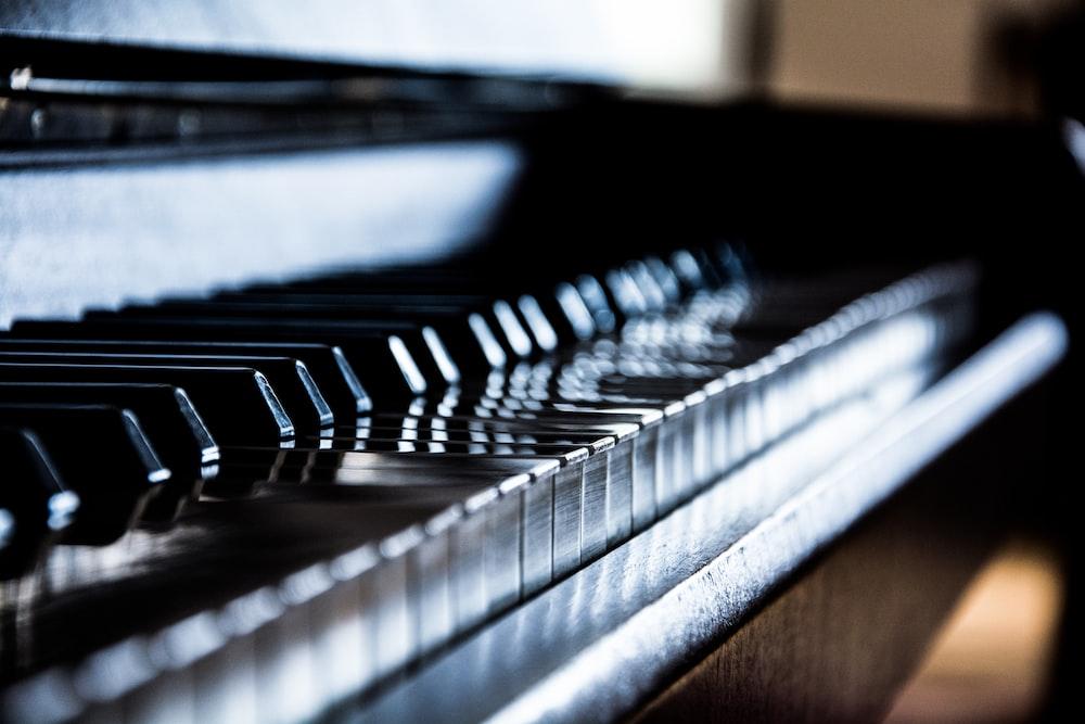 closeup photography of piano keys