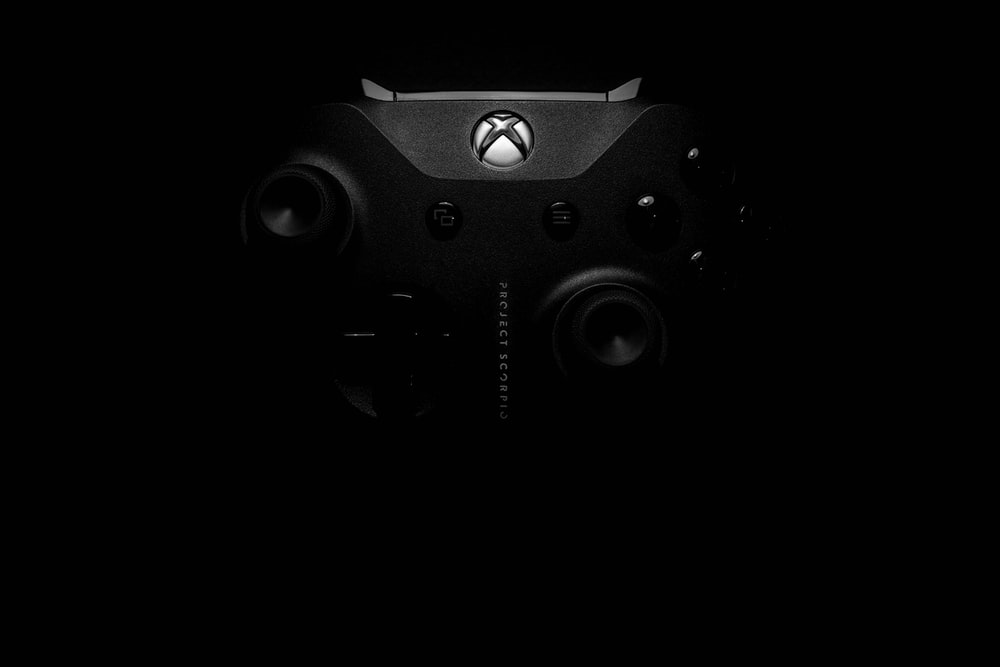 gray Xbox One game controller