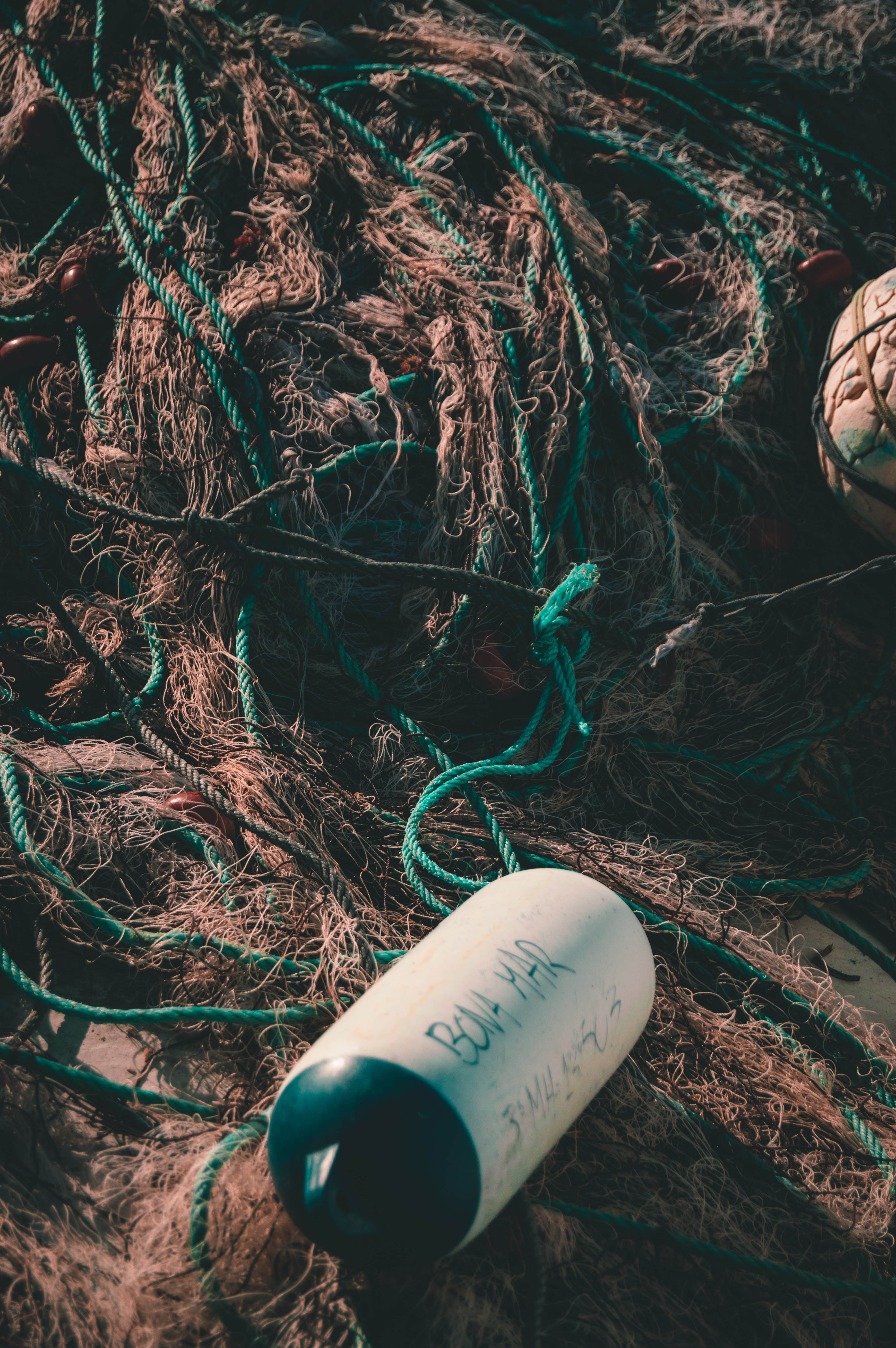 close photo of brown fishing net