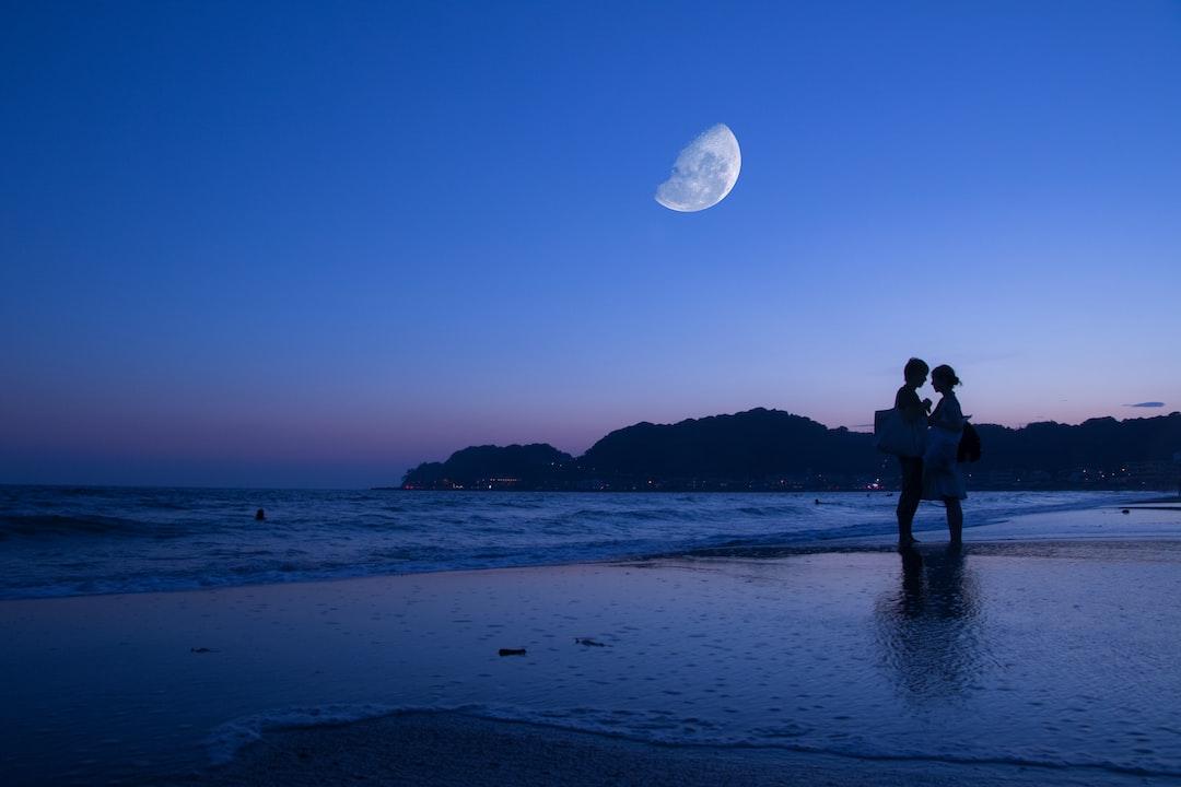 A romantic sunset at Kamakura Beach