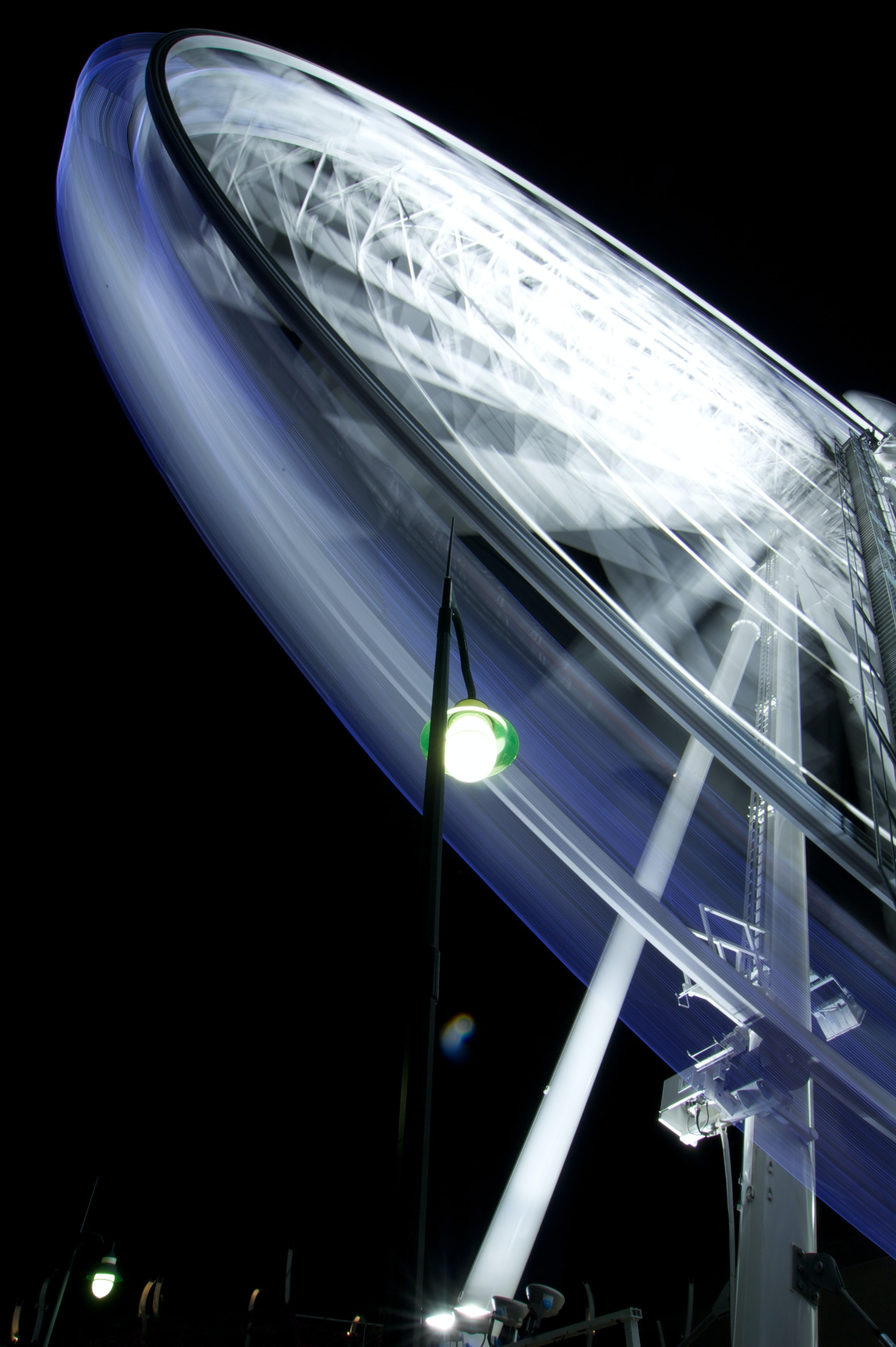 timelapse photo of ferris wheel at night