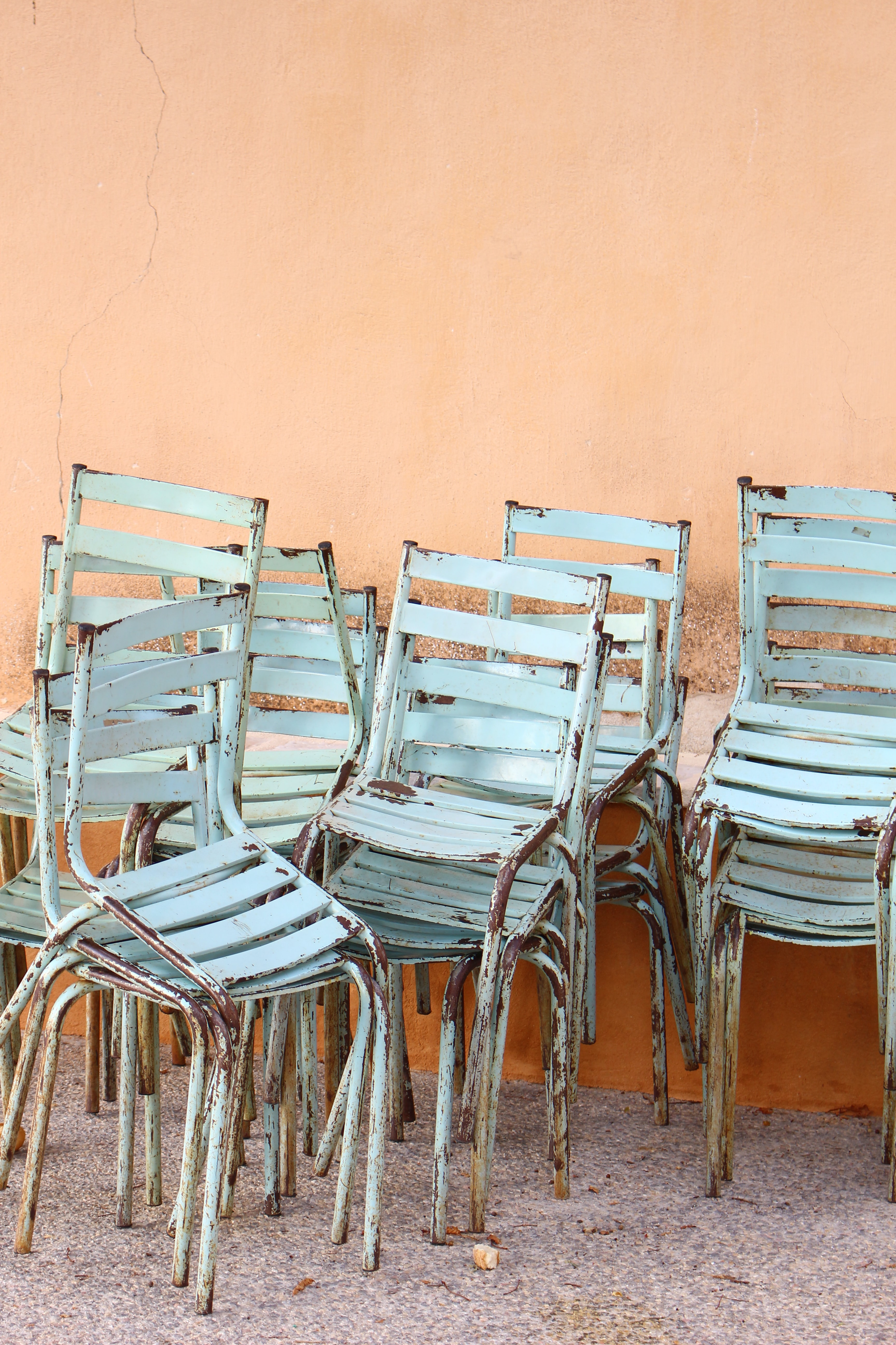 blue ladderback chairs near brown painted wall
