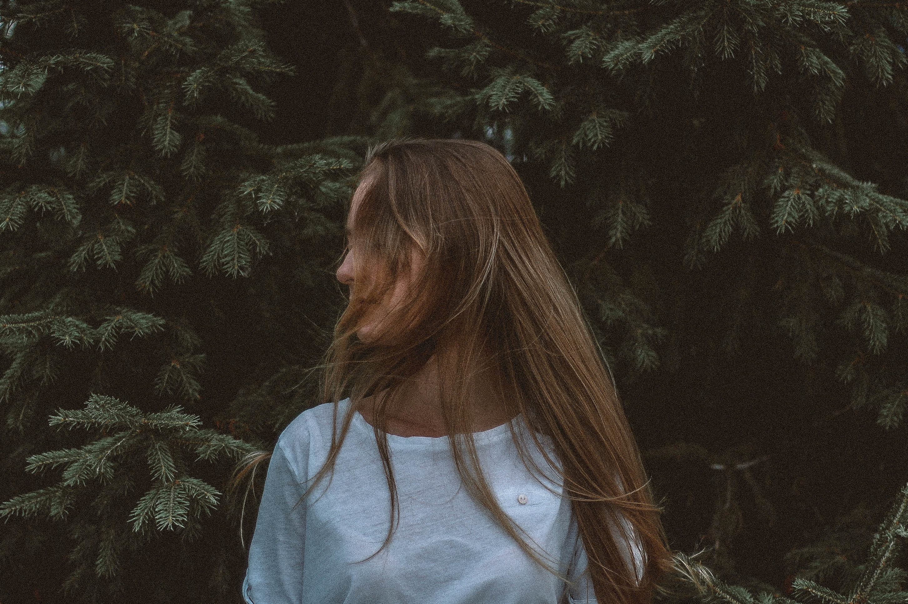woman wearing white shirt near tree
