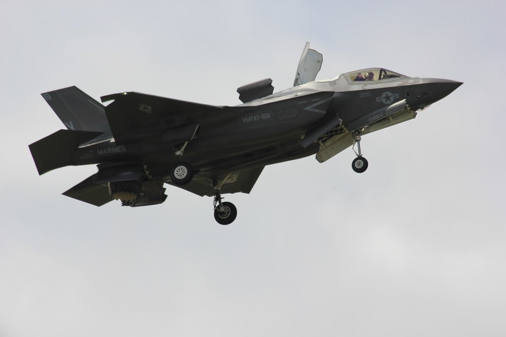 gray jet plane airborne