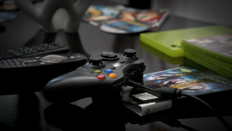 black Microsoft Xbox 360 controller