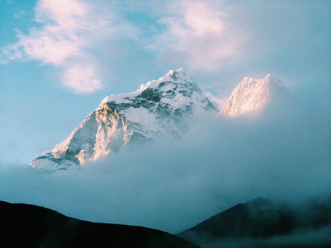 Woke up at aorund 4am and watched at the sun rose in front of Amadablam, reflecting gold light from the pristine ice.