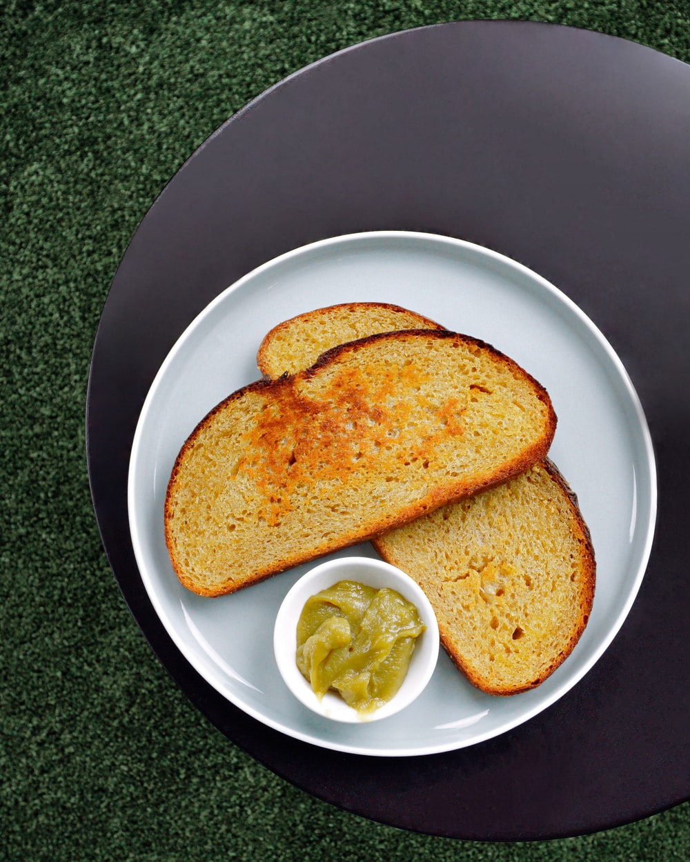 toasted bread with sauce