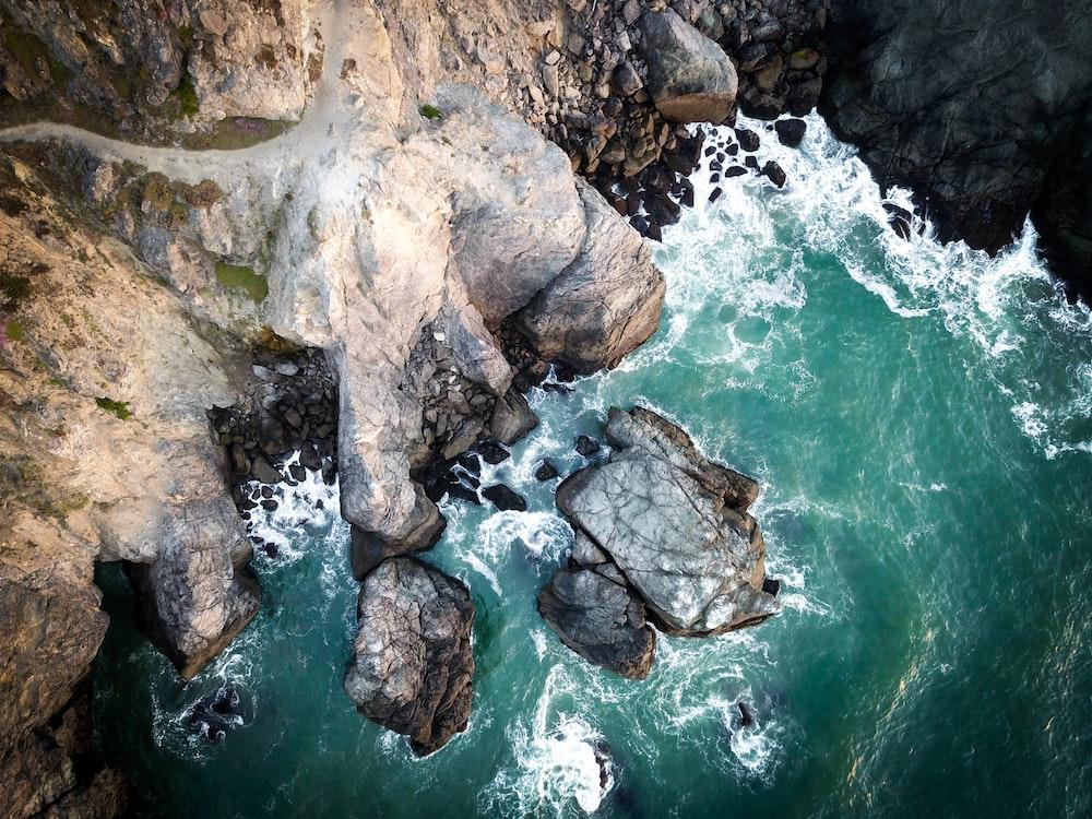 bird's-eye view of cliff beside sea