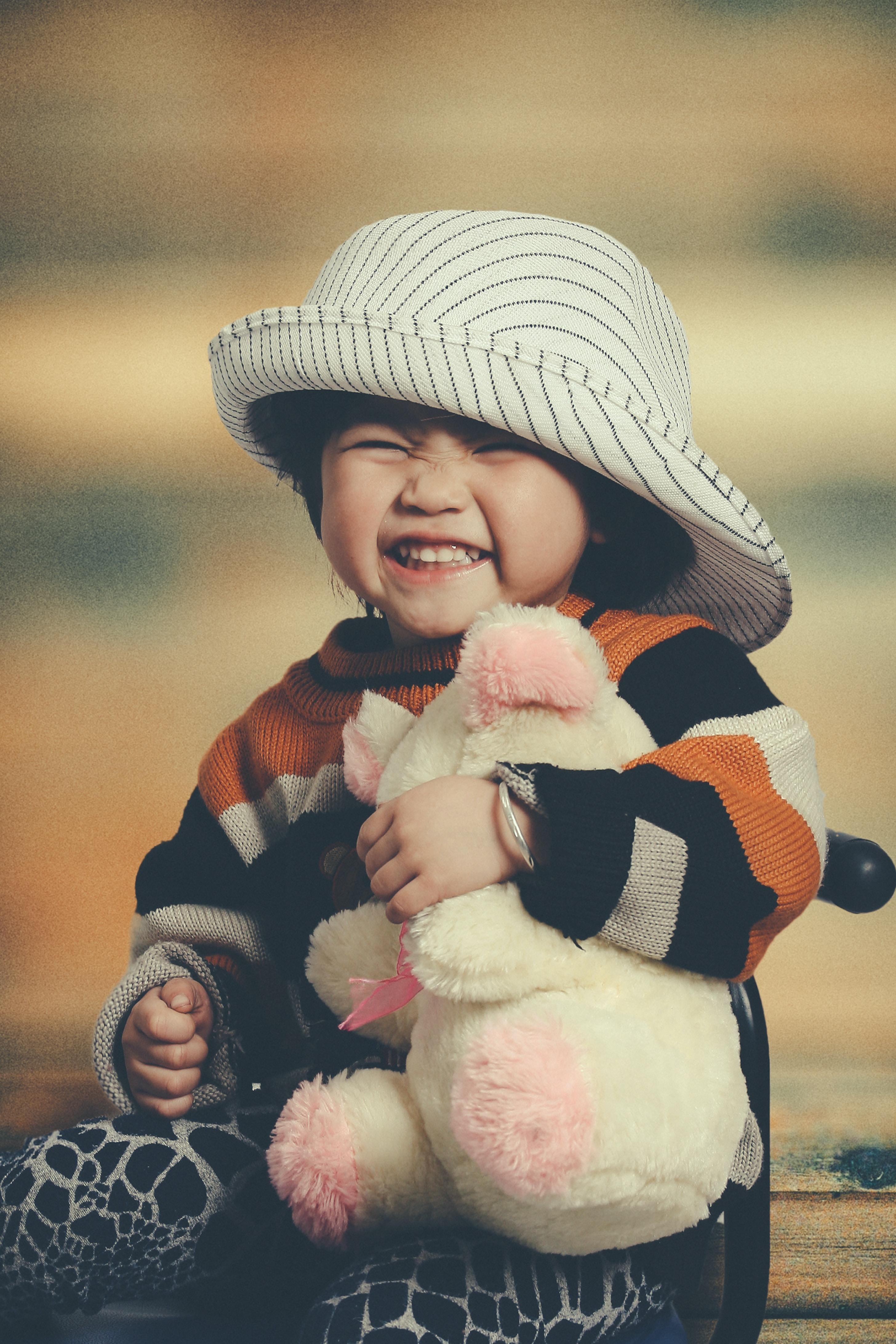 toddler hugging push toy