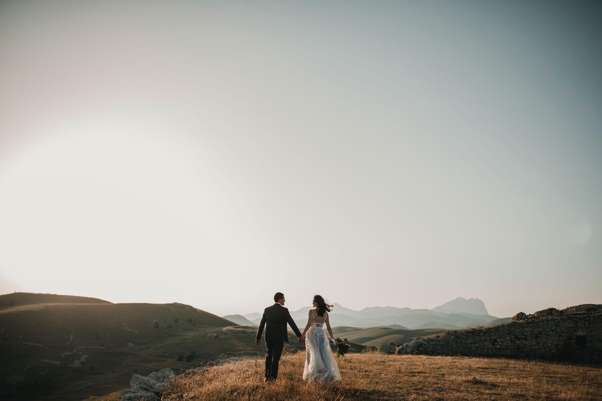 Фотосессия жениха и невесты в день их свадьбы