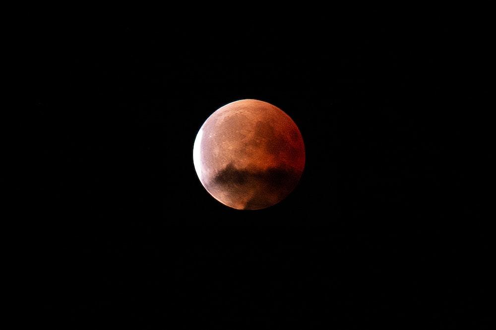 blood moon during nighttime