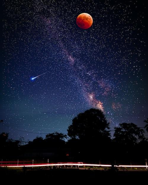 Звёздное небо и космос в картинках - Страница 4 Photo-1532798369041-b33eb576ef16?ixlib=rb-1.2