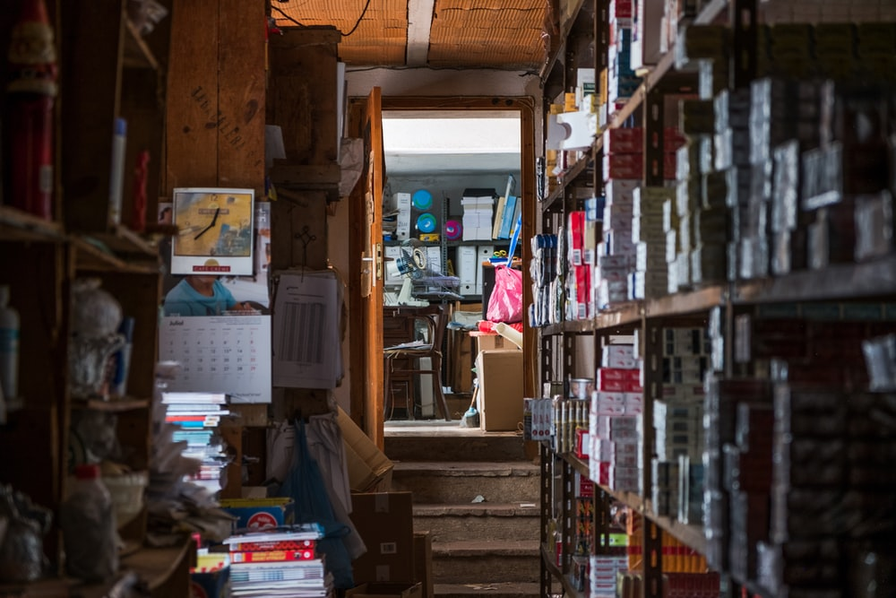 livres sur étagère