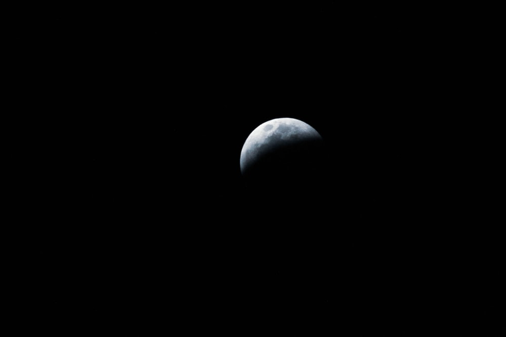 photography of crescent moon