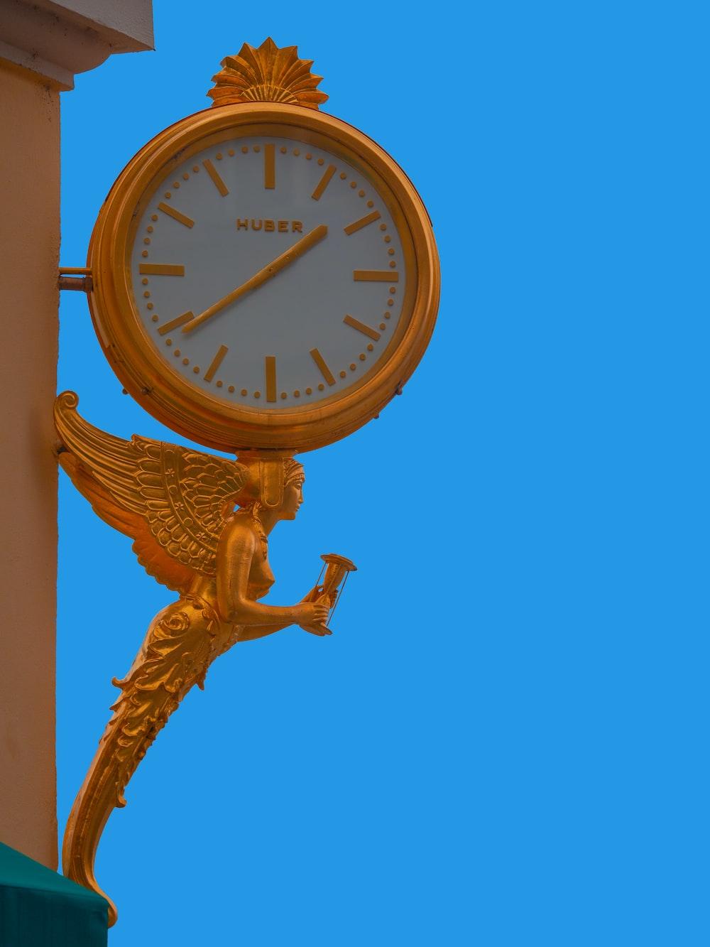 clock displaying 7:39 time