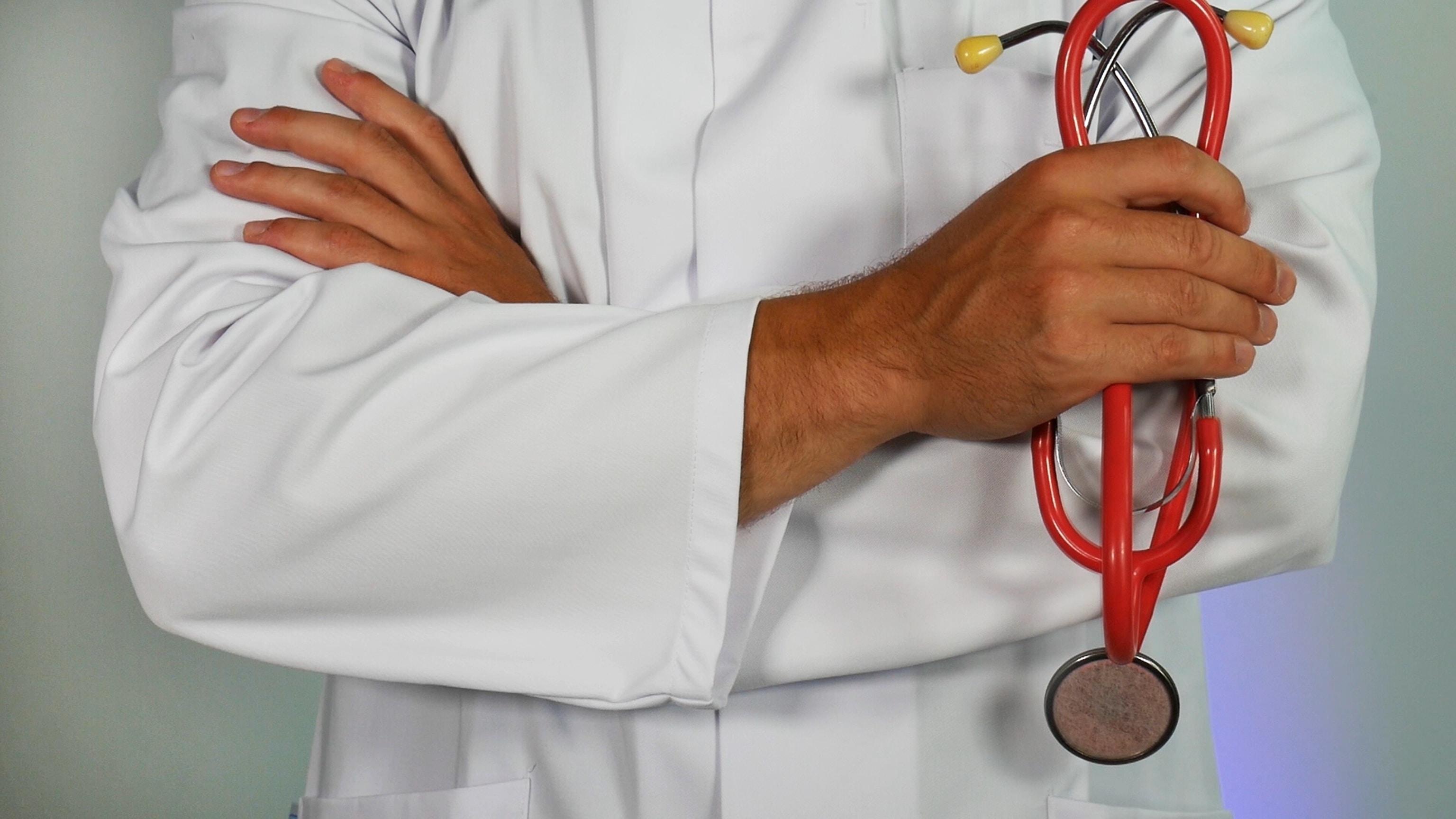 Médico y especialidad