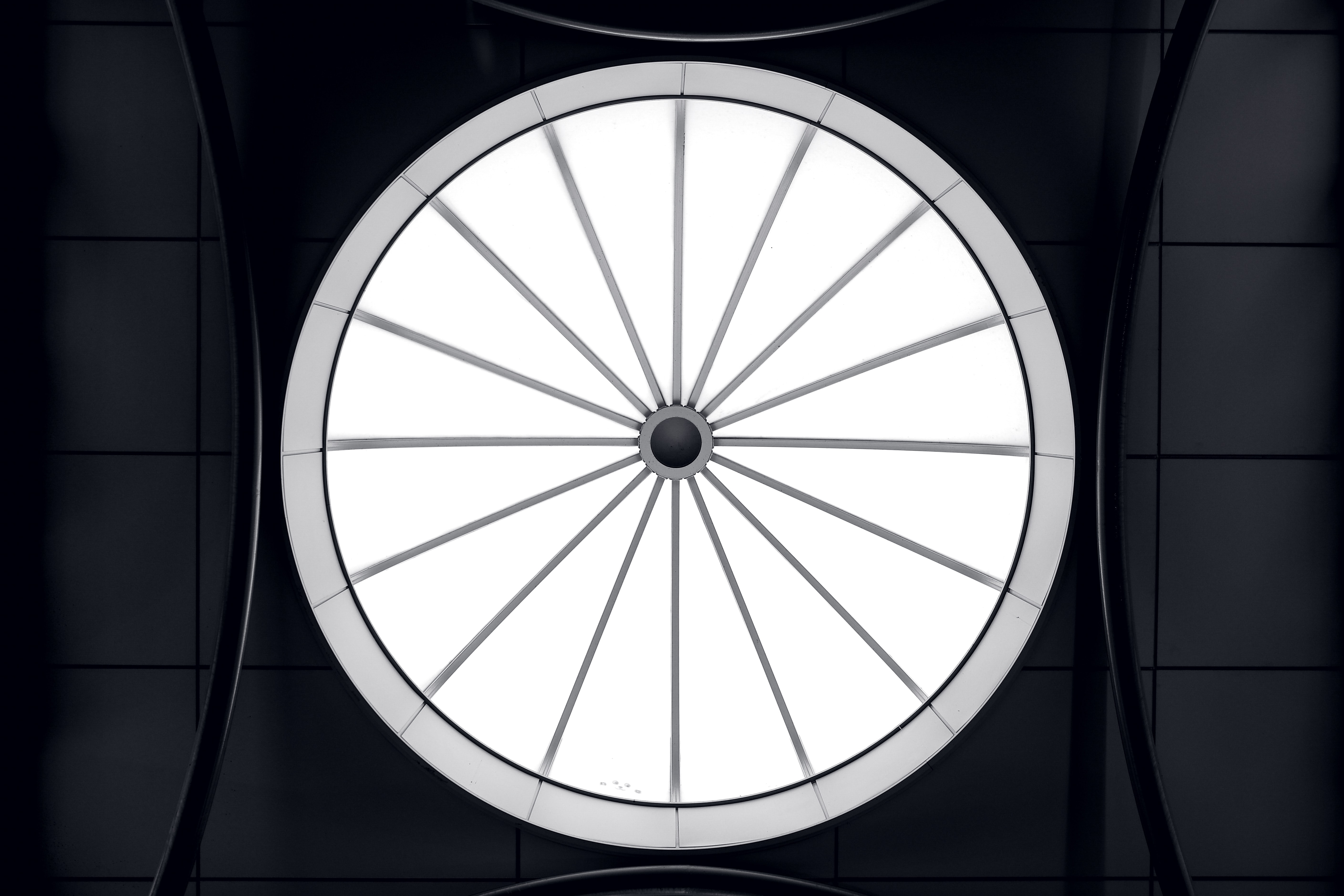 round white and gray wheel illustration