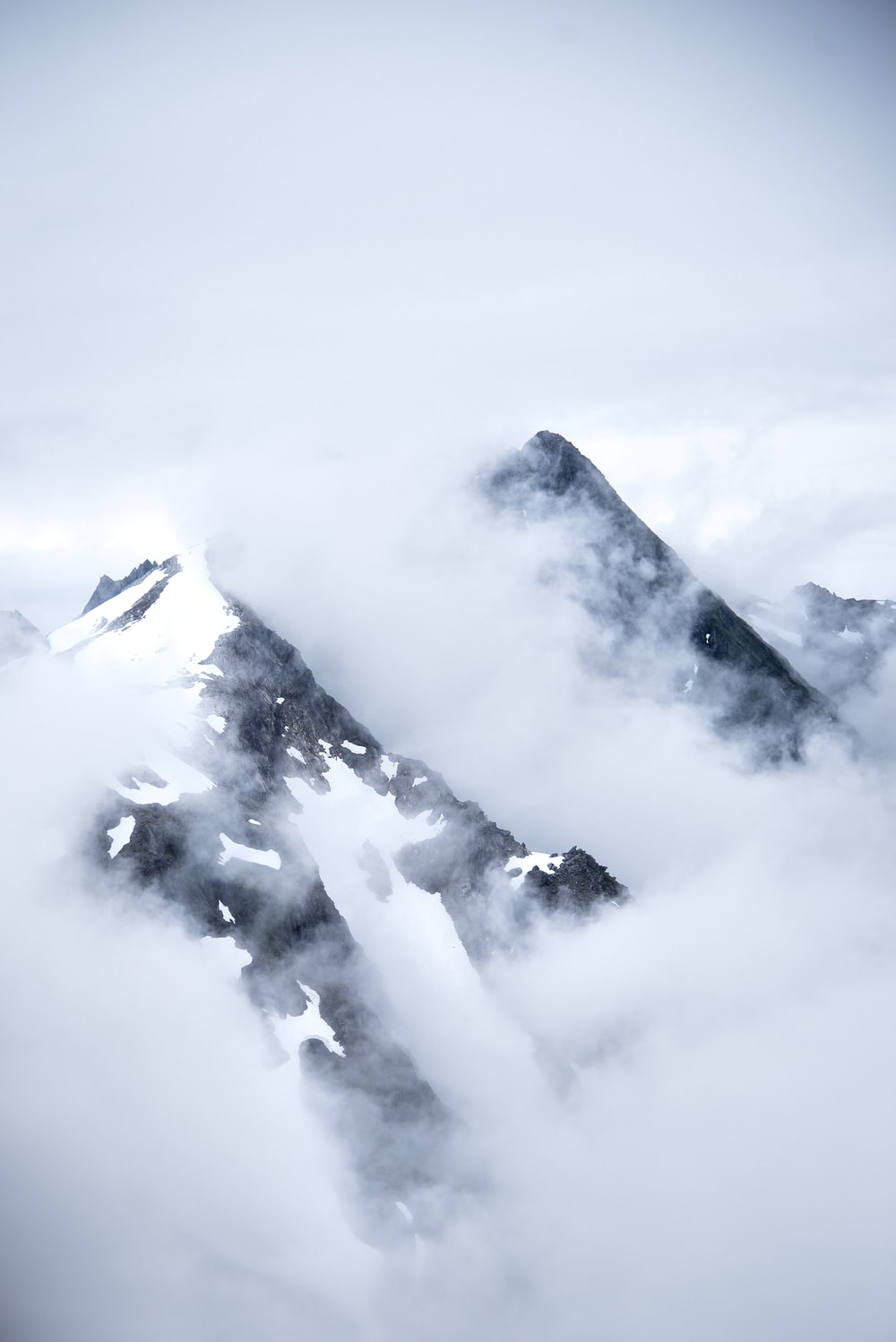 mountain with fogs wallpaper