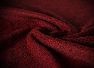 My goal was exposing the texture of the fabric when I took this photo. In this context I bend the fabric for to add dimension and focus to photo.