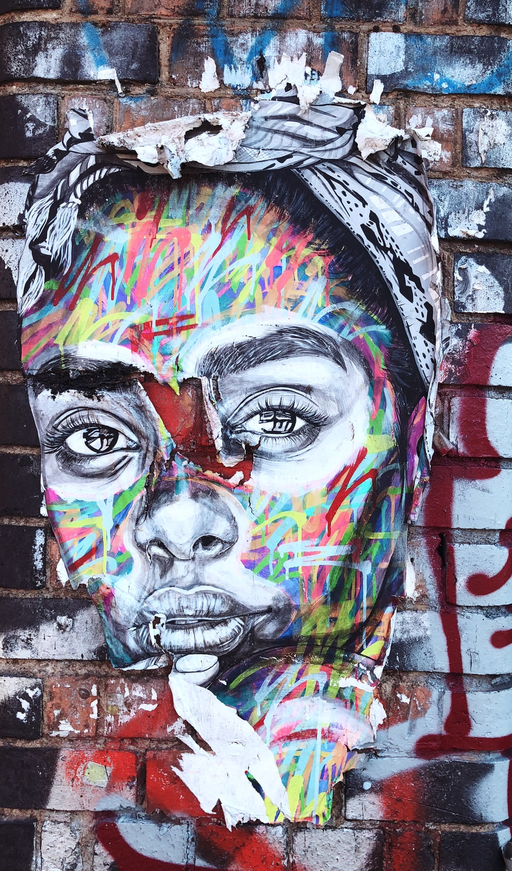 Graffiti of womans face on wall
