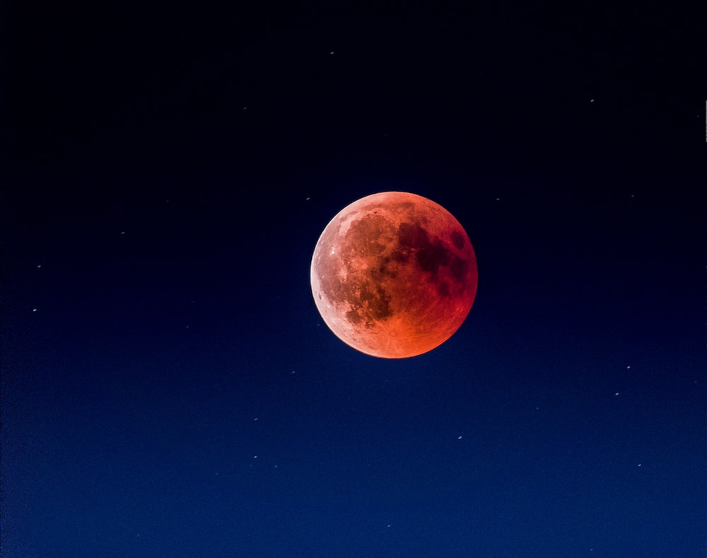 blood moon at night time