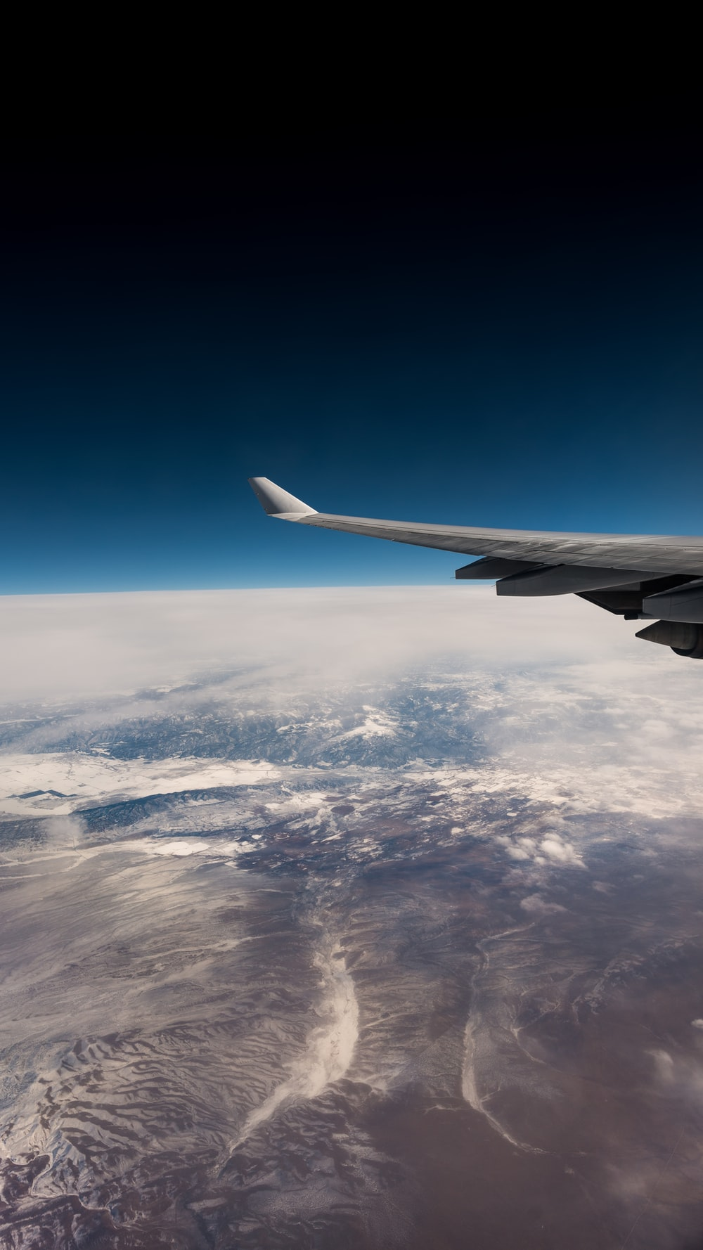 airplane wings with earth background