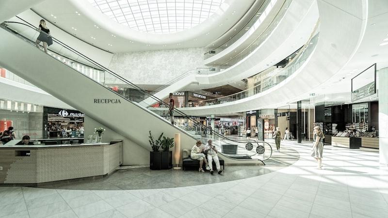 Artigo: Restrições em Shoppings atrapalham o crescimento do setor? - Exame Invest Pro