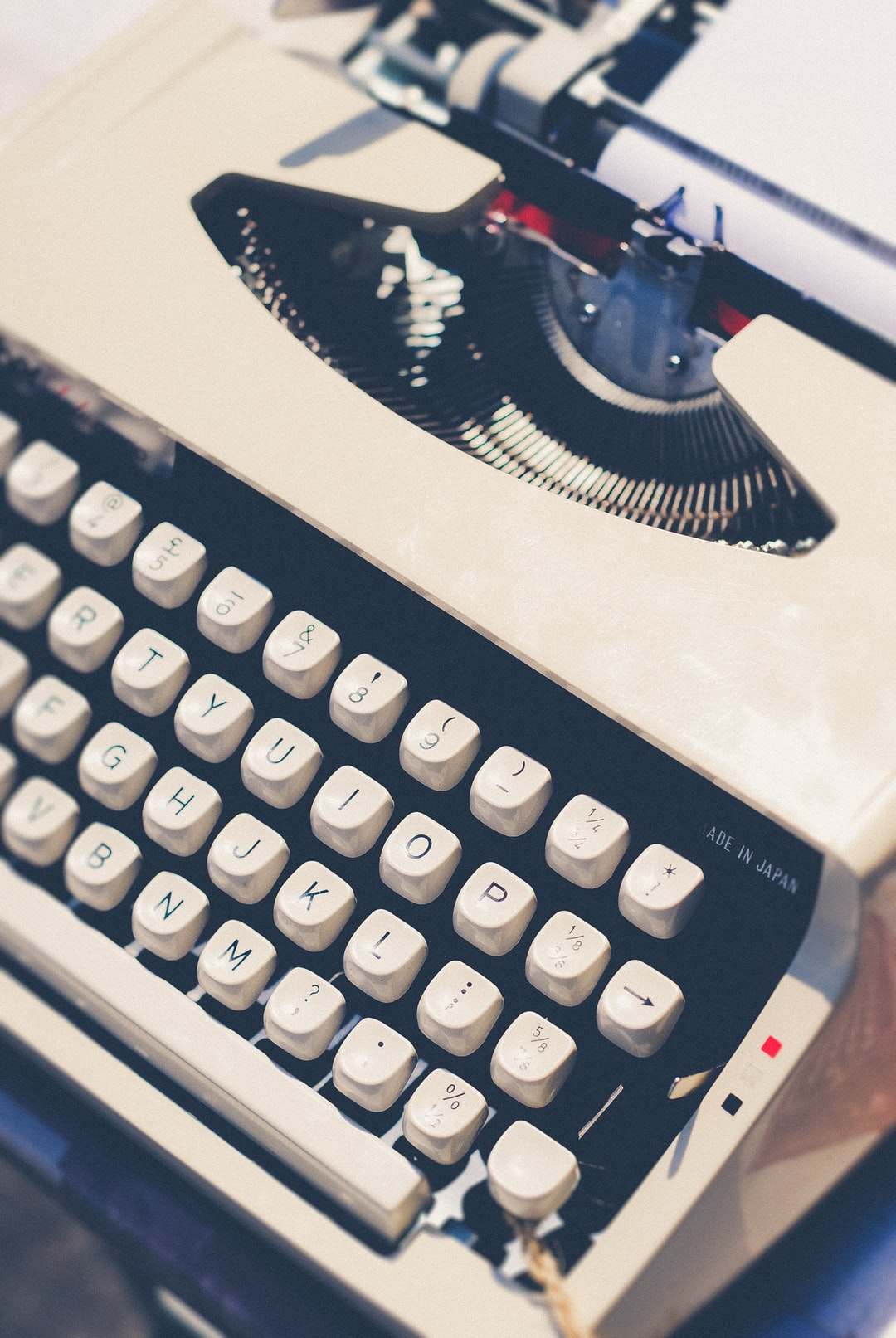 As a secretary in my previous career for 19 years I have huge love for retro typewriters, I learned to type on an electronic one, they're beautiful.