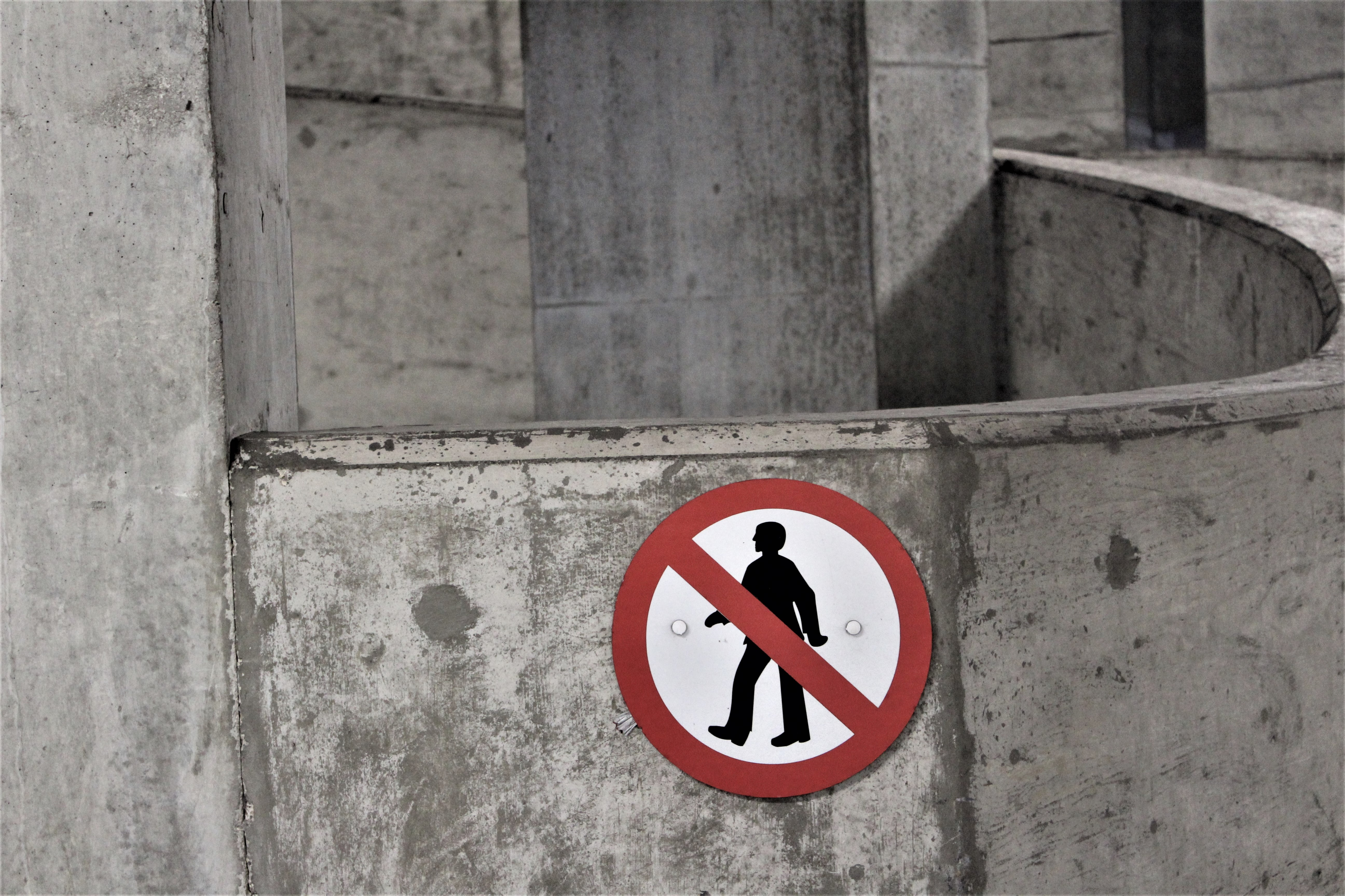 photo of no walking signage