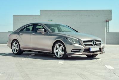 srebrny-samochod